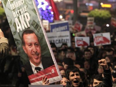 Antiregierungsproteste in Istanbul: Ein Korruptionsskandal erschüttert die Türkei . Foto: Sedat Suna