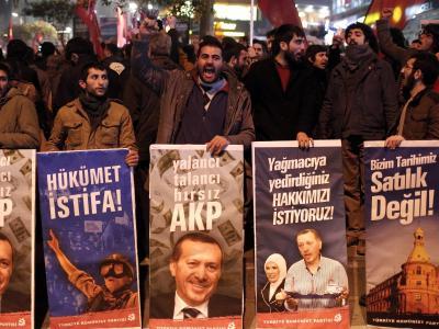 Proteste in Istanbul: Die Türkei wird seit über einer Woche von einem Korruptionsskandal erschüttert. Foto: Sedat Suna