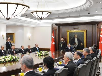 Das neue Kabinett tritt zum ersten Mal zusammen. Foto: Presidental Press Office