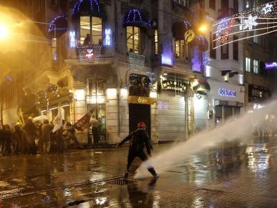 Wasserwerfereinsatz in Istanbul