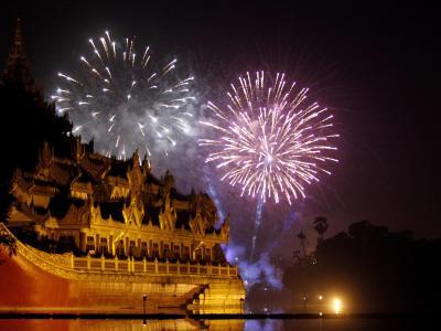 Feuerwerk in Myanmar Foto: EPA/LYNN BO BO