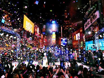 Mit einem Riesen-Spektakel auf dem Times Square ist die Millionenmetropole New York in das neue Jahr gestartet. Foto:Peter Foley