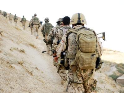 Soldaten der Bundeswehr während einer Patrouille in Afghanistan. Foto: Maurizio Gambarini/Archiv