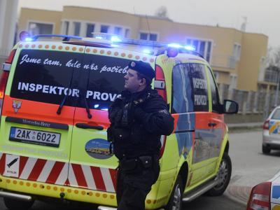 Ermittler der tschechischen Polizei vor der Residenz des palästinensischenBotschafters in Prag. Foto: Filip Singer