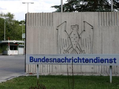 Eingang zum Gelände des BNDin Pullach. Foto: Stephan Jansen