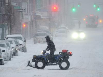 Heftige Schneefälle, starker Wind, klirrende Kälte: Über dem Nordosten der USA tobt ein schwerer Schneesturm. Fast ein Drittel der Bevölkerung ist betroffen. Foto: Justin Lane