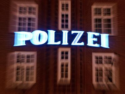 Fassade der Davidwache auf der Reeperbahn: In den vergangenen Wochen sind in Hamburg immer wieder Polizisten attackiert und verletzt worden. Foto: Angelika Warmuth