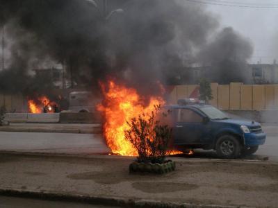 Ein brennender Polizeiwagen in der Stadt Falludscha. Dort hat eine Al-Kaida-Miliz die Macht übernommen.Foto: Mohammed Jalil