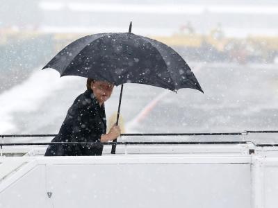 Bundeskanzlerin Angela Merkel hat sich beim Wintersport verletzt. Foto: Kay Nietfeld/Archiv
