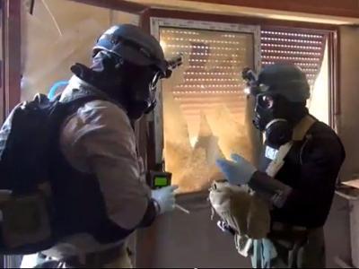 UN-Mitarbeiter suchen im syrischen Damasksus nach Spuren von chemischen Waffen. Foto: epa/Local Commitee of Arbeen/Archiv