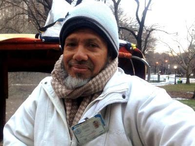 Ausgerüstet mit dicken Decken wartet dieser Rikscha-Fahrer wartet imCentral Park auf Kundschaft. Foto:Laurence Thio