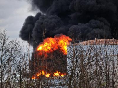 Ein Tank mit Toluol soll in Brand geraten sein. Foto: Frank Fuchs