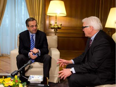 Steinmeier mahnte den konservativen griechischen Ministerpräsidenten Samaras, die Sparbemühungen nicht aufzugeben. Foto: Bernd von Jutrczenka