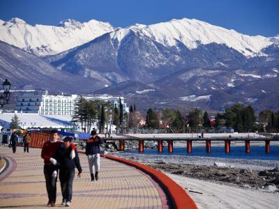 Tausende Besucher werden zu den Olympischen Winterspielen in Sotschi erwartet. Doch ist der russische Kurort sicher? Foto: Jens Buettner/Archiv