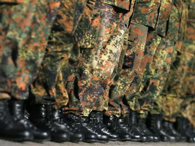 Tagesmütter in Kasernen, Teilzeit für Soldaten, weniger Versetzungen: Verteidigungsministerin von der Leyen setzt erste Markenzeichen. Foto: Jens Wolf
