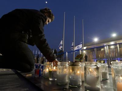 Vor der Knesset