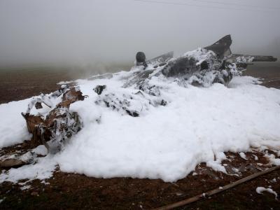 Das ausgebrannte Wrack liegt auf dem Gelände einer Mülldeponie. Foto: Thomas Frey