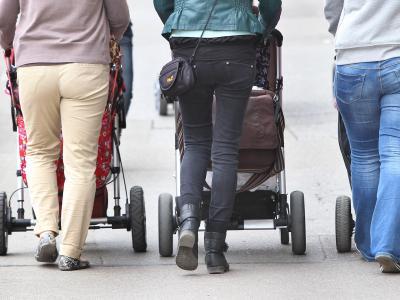 Ältere Mütter, deren Kinder vor 1992 geboren wurden, sollen eine bessere Rente bekommen. Foto: Karl-Josef Hildenbrand