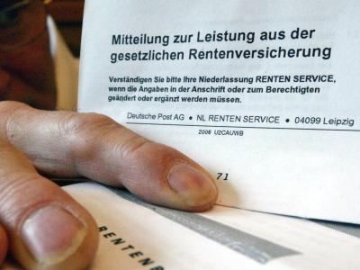 Der Entwurf von Arbeitsministerin Nahles sieht verbesserte Mütterrenten und die abschlagfreie Rente ab 63 für langjährig Versicherte vor. Foto: Jens Wolf/Archiv