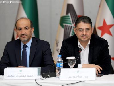 Ahmed al-Dscharba (l), den Vorsitzenden der Nationalen Syrischen Allianz, und den Oppositionellen Badr Dschamus. Foto: Mhd Ziadeh