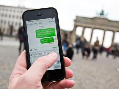 Die NSA kann laut einem neuen Zeitungsbericht fast 200 Millionen SMS-Nachrichten pro Tag abgreifen. Foto: Michael Kappeler/Symbolbild