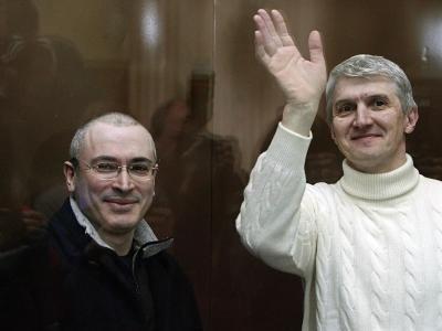 Die russischen Unternehmer und ehemaligen Geschäftspartner Michail Chodorkowski und Platon Lebedew im Amtsgericht Moskau. Foto: Sergei Chirikov/Archiv