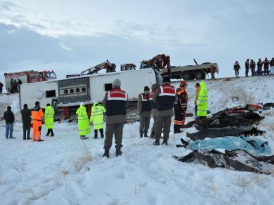 In der türkischen Provinz Kayserie verunglückte ein Bus auf einer vereisten Straße. Foto: Anadolu Agency Musa Ozyurek