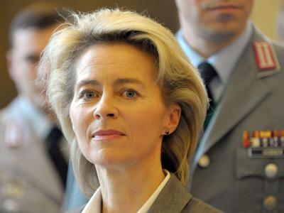 Bundesverteidigungsministerin Ursula von der Leyen während der Verabschiedung von Soldaten ins Ausland in Hannover. Foto: Peter Steffen