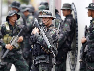 Philippinische Sicherheitskräfte imSeptember 2013 während eines Einsatzes gegendie MNLF. Foto: Dennis M. Sabangan