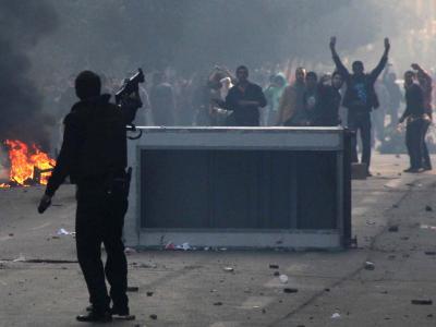 Straßenschlachten zwischen Sicherheitskräften und Regierungsgegnern inKairo. Foto: Hazem Abdelhamid/Almasry Alyoum