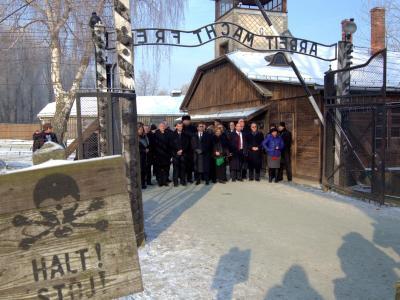 Eine Delegation der Knesset besucht das Vernichtungslager. Foto: Andrzej Grygiel