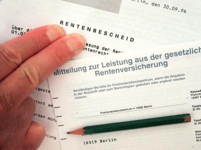 Der Entwurf von Arbeitsministerin Nahles sieht verbesserte Mütterrenten und die abschlagfreie Rente ab 63 für langjährig Versicherte vor. Foto: Jens Kalaene/Archiv