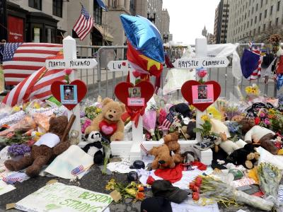 Blumen und Kreuze erinnern imApril vergangenen Jahres inBoston an die Opfer des Anschlags.Foto: Michael Reynolds