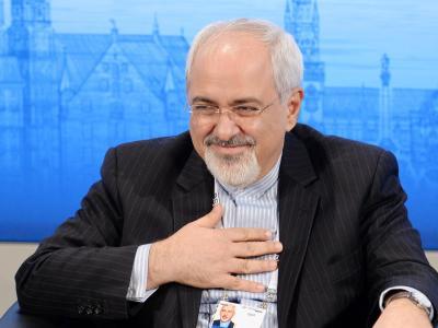 Der iranische Außenminister Mohamad Dschawad Sarif gestikuliert auf der Sicherheitskonferenz in München. Foto: Tobias Hase