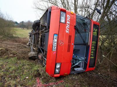 Schulbus umgestürzt