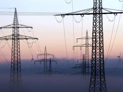 Strommasten bei Ebenhofen in Baden-Württemberg: An vielen Orten regt sich Protest gegen neue Überlandleitungen Foto: Karl-Josef Hildenbrand/Archiv