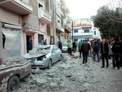 Eine mit Trümmern übersäte Straße in der seit langem umkämpften Stadt Homs. Foto: EPA/SANA
