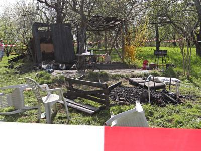Abgebrannt: Gartenhütte bei Winterbach nach einem heftigen Streit zwischen einer Gruppe aus der rechten Szene und Migranten. Foto: Bernd Weissbrod/Archiv