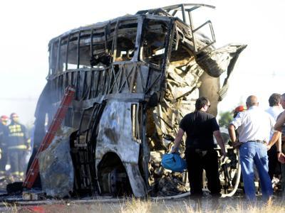 Nahe Mendoza ist ein Lkw in einen Bus gekracht. Foto: Alfredo Ponce
