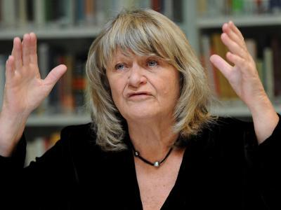 Alice Schwarzer sieht sich nach ihrer Steuer-Beichte Kritik ausgesetzt, bekommt aber auch viel Rückendeckung. Foto: Henning Kaiser/Archiv