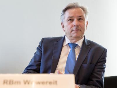 Die Affäre um den Steuerbetrug des Berliner Kulturstaatssekretärs Schmitz ist für die SPD erledigt. Regierungschef Wowereit sieht keinen Fehler bei sich. Foto: Florian Schuh