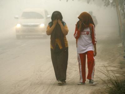 In der Stadt Solo liegt Vulkanasche in der Luft. Foto: Mohammad Ali