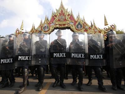Die Polizei rückte bis auf 50 Meter an die Demonstranten heran. Foto:Rungroj Yongrit