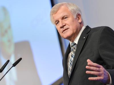 CSU-Chef Horst Seehofer wirft der SPD «Geschwätzigkeit» vor und fordert sie auf, «ihre Widersprüche aufzuklären». Foto: David Ebener