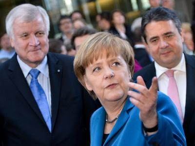 Die Parteivorsitzenden von SPD, Sigmar Gabriel (r.), CDU, Angela Merkel, und CSU, Horst Seehofer. Foto: Bernd von Jutrczenka/Archiv