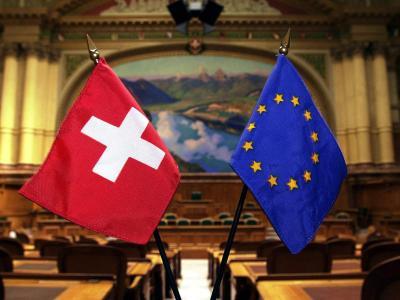 Es wird ernst für die Schweiz: Nach dem Volksentscheid zur Begrenzung der Zuwanderung zieht die EU erste Konsequenzen. Foto: Michael Stahl/Archiv