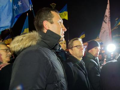 Anfang Dezember führte Wladimir Klitschko den amtierenden Bundesaußenminister Guido Westerwelle über den Maidan. Foto: Tim Brakemeier/Archiv