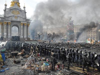 Polizeikette auf dem umkämpften Unabhängigkeitsplatz in Kiew. Foto: Alexey Furman