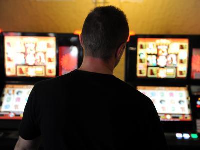 Die Bundeszentrale für gesundheitliche Aufklärung gibt die aktuellen Zahlen zum Glücksspiel bekannt. Foto: Carsten Rehder