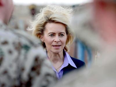 Verteidigungsministerin Ursula von der Leyen entlässt Rüstungs-Staatssekretär Beemelmans. Foto: Peter Steffen/Archiv